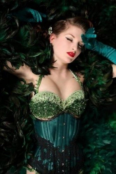 Green: Corsets Showgirls, Showgirl Pin, Green Feathers, Fashion Corsets Steampunk, Burlesque Costumes, Stunning Green, Green Corsets, Burlesque Corsets, Corsets Lingerie