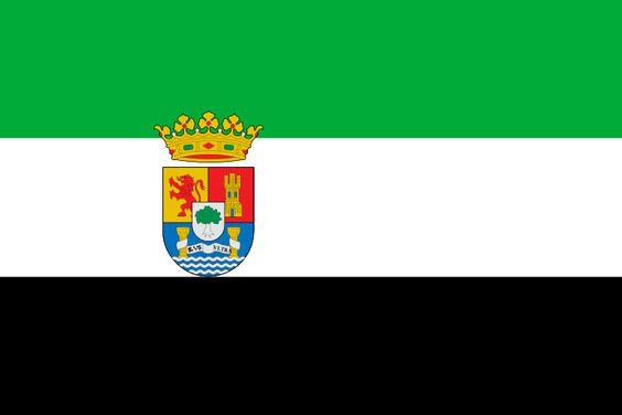 La bandera de Extremadura tiene 3 rayas, un verde, un blanco, y un negro. Lo que los colores de las rayas representan no es sabido pero muchas personas creen que la raya verde representa la época de los musulmanes, la raya blanca representa el reino de León, y la raya negra representa la gente de Lusitania.