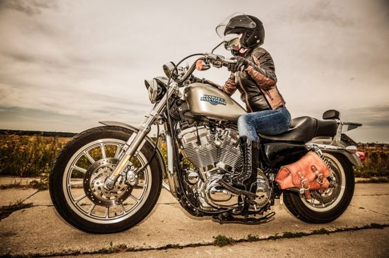 Imagem de http://blog.brasiliahd.com.br/wp-content/uploads/2015/05/Aventura-com-seguran%C3%A7a_-conhe%C3%A7a-4-dicas-sensacionais-para-aproveitar-sua-Harley-sem-dores-de-cabe%C3%A7a-770x513.jpg.