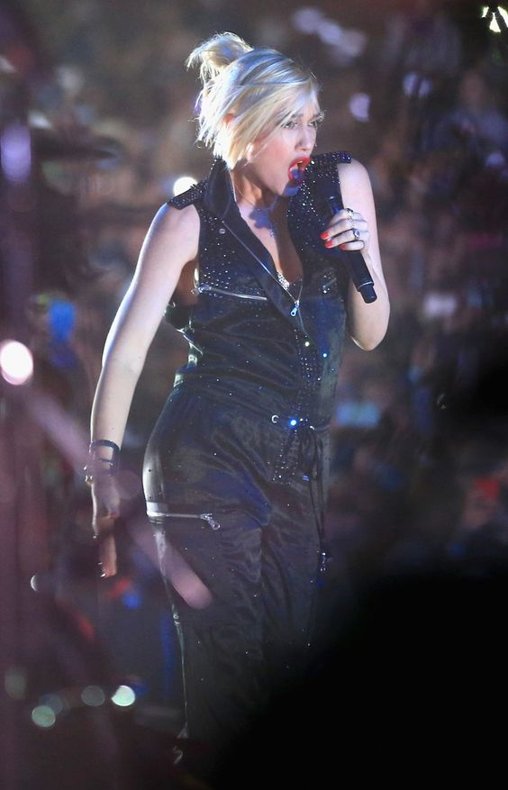 Pin for Later: Gwen Stefani Rocks Coachella Six Weeks After Giving Birth!