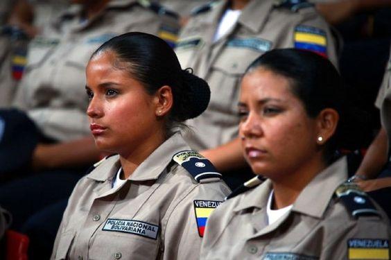 Polícia Nacional Bolivariana.  http://www.vtv.gob.ve/articulos/2012/09/26/en-imagenes-el-nuevo-contingente-de-mas-de-8-mil-pnb-graduados-por-chavez-2983.html