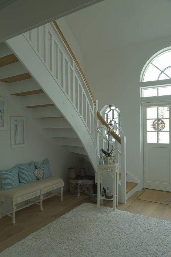 weisse treppe greenville architektur treppen pinterest. Black Bedroom Furniture Sets. Home Design Ideas
