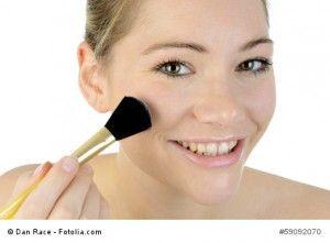 Tipps und Tricks zum richtigen Auftragen von Make Up - jetzt auf parfum.de