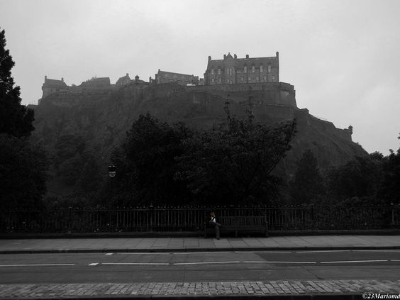 Castillo de Edimburgo  #total_europe #monumentaleurope #anonymous_EU #monumental_world #EstaEs_Europa #EstaEs_Europe #ig_europe #LOVES_EUROPE #LOVES__EUROPE #Ok_Europe #total_monuments #total_landscapes #bnw_planet #ok_splash #anonymous_splash #estaes_splash #bnw_splash #total_splash #castles_oftheworld #edinburgh #castleofedinburgh by 23mariomd