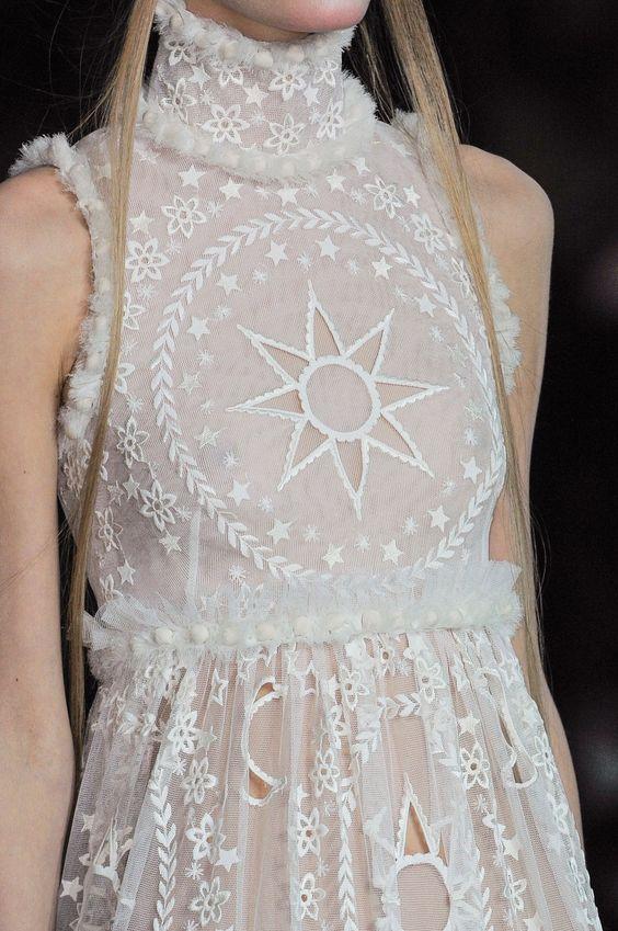 Alexander McQueen at Paris Fashion Week Fall 2014 - StyleBistro