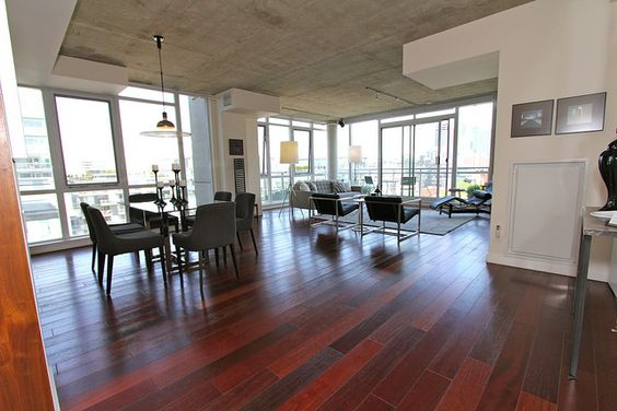 Location: Bathurst and Niagara  Type: Mid Rise Condominium. Resale Property  Property Size: 1700 square feet, Penthouse  Layout: 2 Level,1 Bed, 2 1/2 Bath, 1 Balcony, Roof Top Terrace  home staging     www.bathurstrealestate.org