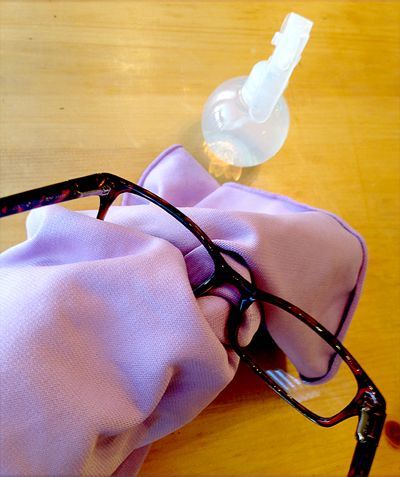 make your own eyeglass cleaner glasses and cloths