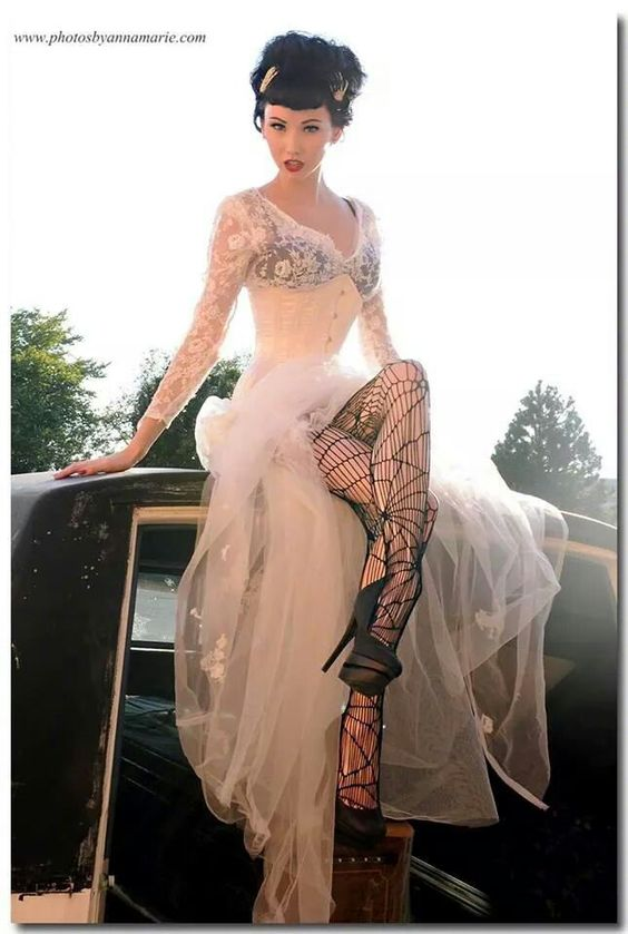 I love this. Very reminiscent of the bride of Frankenstein