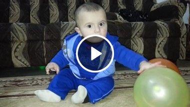 Bebê se assusta com a bexiga!!!