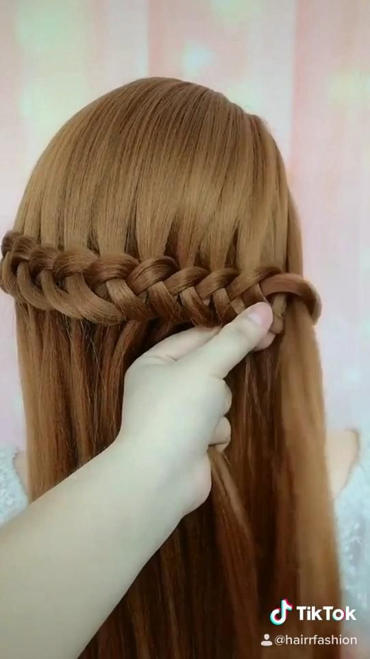 Easy Hair Braid With A Comb In 2020 Braided Hairstyles Easy Wavy Hair With Braid Easy Hairstyles