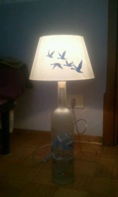 Lampada con paralume dipinto a mano e bottiglia di vetro riciclo. Serie Edith&Serdan by S. J. Piffer