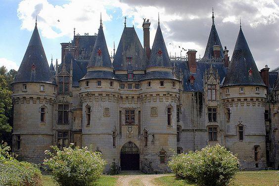 Le château de Vigny est un château français, située sur la commune de Vigny (Val-d'Oise). Il a été édifié à partir de 1504 et reconstruit à partir de 1867 dans le style troubadour.  Le château a été inscrit monument historique par arrêté du 28 décembre 1984.