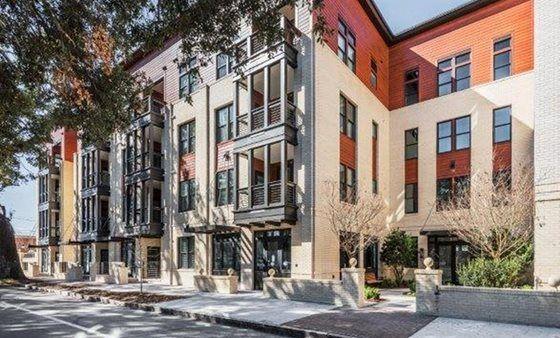 Savannah Apartment With 1 Bedroom Flipkey Apartment Upholstered Furniture Bedroom Sleep