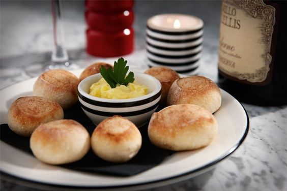 Pizza Express dough balls, with garlic butter
