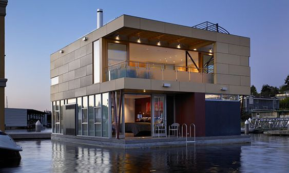 Vandeventer + Carlander Architects LLC built this 2,824-square-foot floating home in 2008 on Seattle's Lake Union to offer panoramic views of downtown to the south, Queen Anne Hill to the west and Gas Works Park to the north.