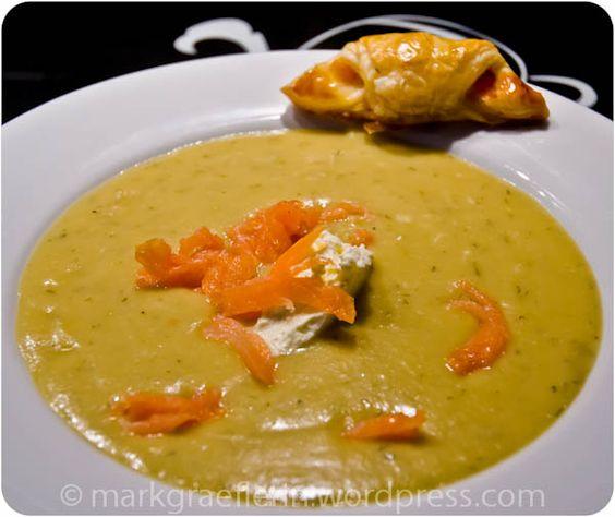 Samstagseintopf: Kartoffel-Wirsing Suppe mit Räucherlachsstreifen