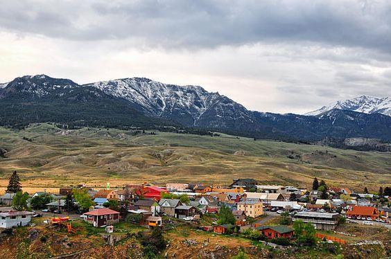 Yellowstone Foothills Town - Gardiner - Montana