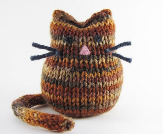Cat knitting pattern and tutorial from Natural Suburbia