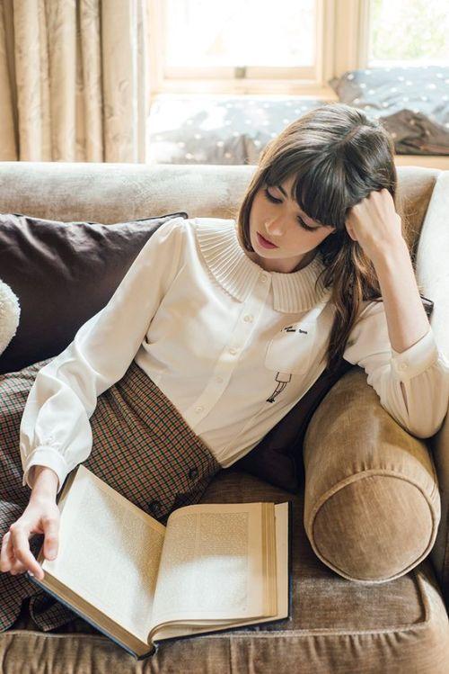 Lesen versetzt dich in eine andere Welt - Buchtipps auf femundo.de | #lesen #reading #women #frauen #bookstagram #bookish #books #bücher #bücherliebe #lesenmachtspass #bookish #literatur#romane#buchempfehlung#romane #buchtipps #rezensionen
