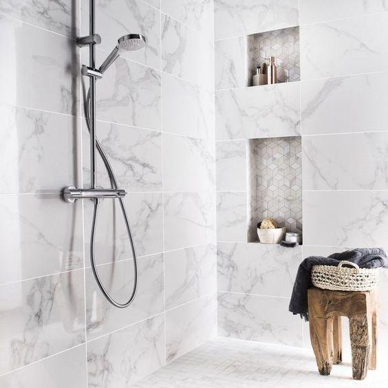 Relooking salle de bains 12 id es pour moins de 200 euros euro merlin et - Carrelage salle de bain leroy merlin catalogue ...