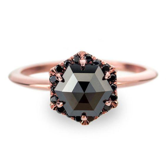 .etsy.com/pt/listing/294212605/ Black Diamond Rose Gold Engagement Ring, Hexagon Halo