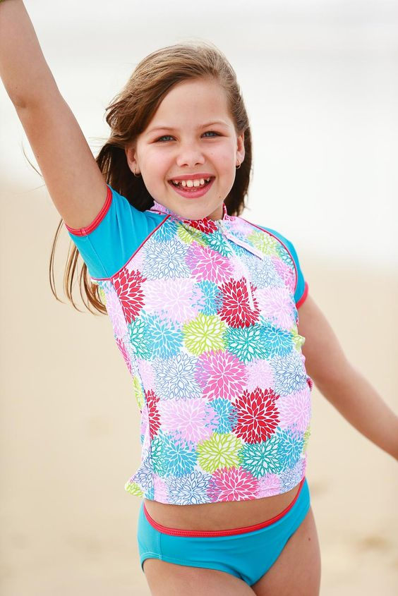 Discover stylish and high-performing girls swimsuits at Speedo. Built to last in fun colors and styles, our girls swimwear provides durable performance in the water.