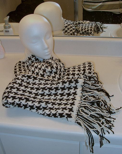 Knitting Pattern For Houndstooth Scarf : Houndstooth knit scarf free pattern -- to make for my unfortunate Bama friend...