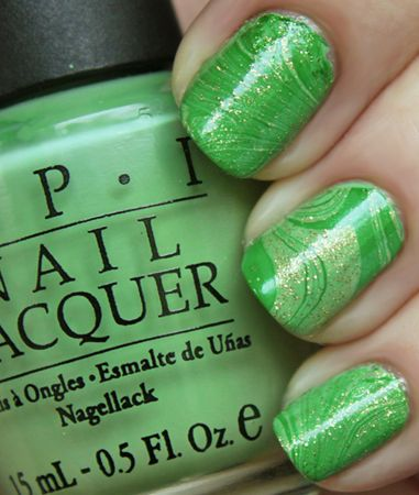 Water marble manicure in green!