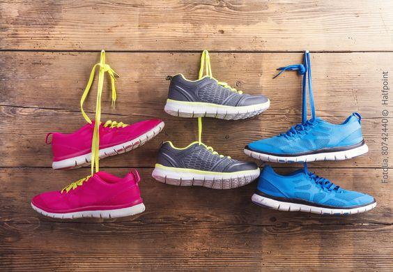 Ihr wollt mit euren neuen Sneakern auffallen? Dann sollten sie aber auf keinen Fall von der Stange sein. Heutzutage gibt es einige Möglichkeiten, wie ihr euch eure ganz persönlichen Schmuckstücke designen könnt. Wir zeigen euch, wie's funktioniert und sagen, was ihr beim Designen eurer neuen Lieblingsschuhe beachten solltet. #MeinQ #MeinQMag