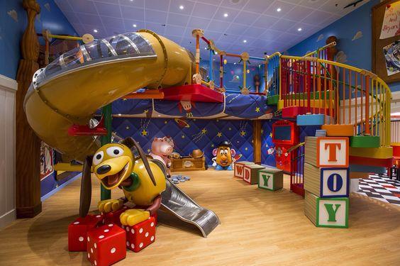 Super cool bed met speel paradijs van toy story