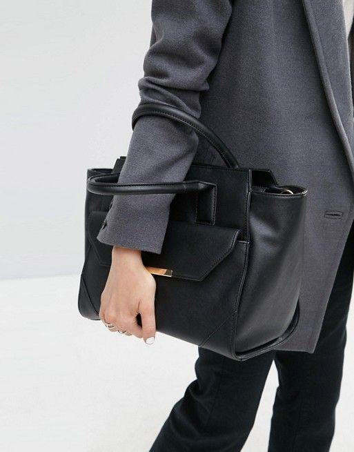 ASOS   Bolso tote con laterales desplegables y detalle de bolsillo de ASOS 35€