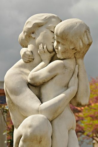 sculpture mère et enfant