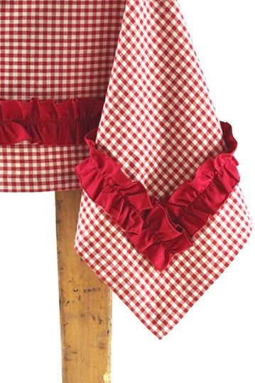 I'm swooning over this ruffled edge on the gingham table cloth. SO adorable.