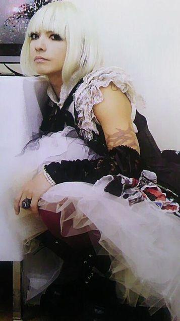 白髪ボブヘアーの女装しているL'Arc〜en〜Ciel・hydeの画像
