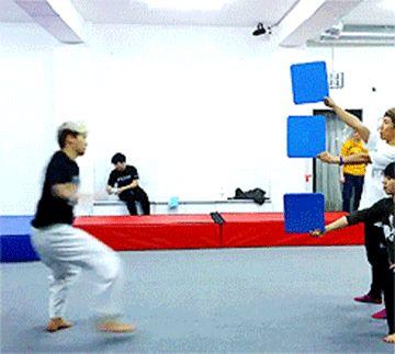 Triple patada de karate