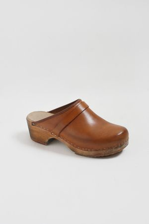 Loved my 70s era Swedish clogs. Theses are very similar to the ones I had.