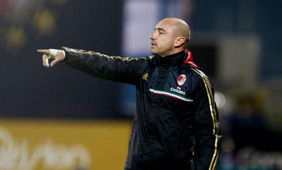 Cristian Brocchi è il nuovo tecnico del Milan. Il popolo rossonero perònon ha preso bene questa decisione ed è insorto schierandosi...