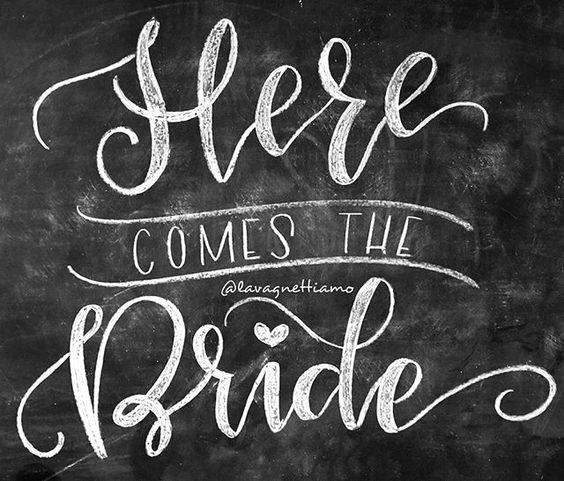 La lavagna che annuncia l'arrivo della #sposa!  #herecomesthebride #bride #brides #weddingday #wedd #wedds #lavagnettiamo #lavagnettiamo@gmail.com #chalkboardart #art #chalkboard #lavagna #lavagnettepersonalizzate #lavagnetta #chalk #chalklettering #handwriting #handlettering #handletter #lettering #moderncalligraphy #chalkart #instawedding #instawed