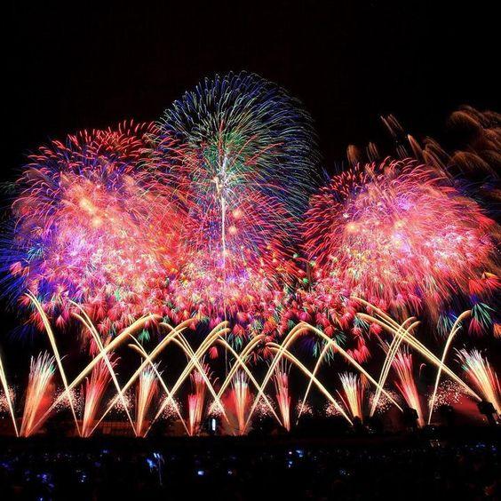 交差する土浦の花火
