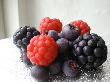 Marcepanowe jeżyny, jagody, maliny:
