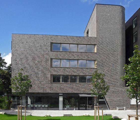 Bildungszentrum, Augsburg   Referenzen   Riemchen-Projekte   Klinkerwerk Hagemeister