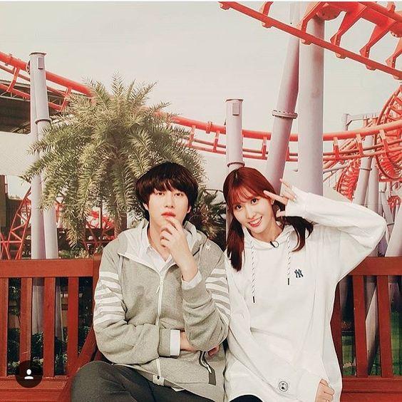 That nico nico ni pose is game strong! I ship them hard! Okay enough. #twicefighting #twicemomo #jypetwice #jypnation #jypentertainment #imnayeon #yoojungyeon #hiraimomo #minatozakisana #parkjihyo #myouimina #kimdahyun #sonchaeyoung #choutzuyu #kpop #girlgroup #nayeon #momo #jungyeon #jeongyeon #sana #jihyo #mina #dahyun #chaeyoung #tzuyu #heemo