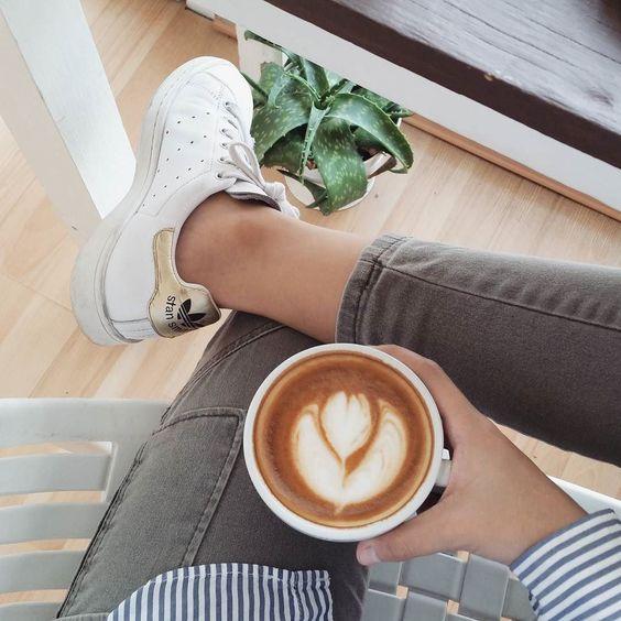 Organizando ideas en mi café favorito
