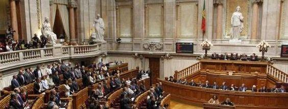Governo obriga Belém e Parlamento a fazer cortes