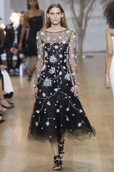 See the complete Oscar de la Renta Spring 2017 Ready-to-Wear collection.