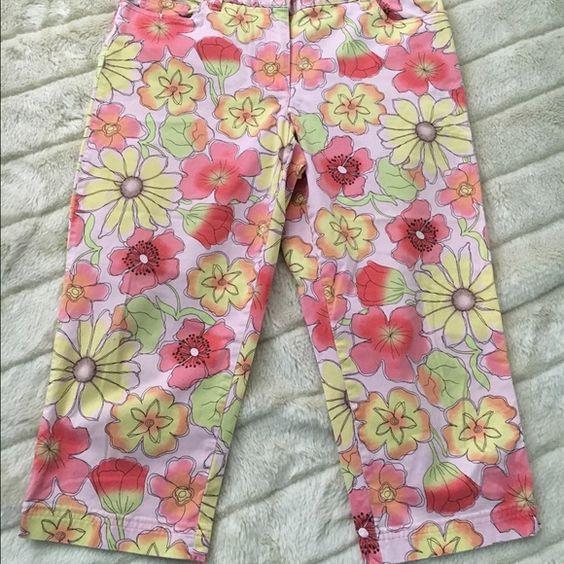 Capri pants Floral Capri pants. Pants Capris