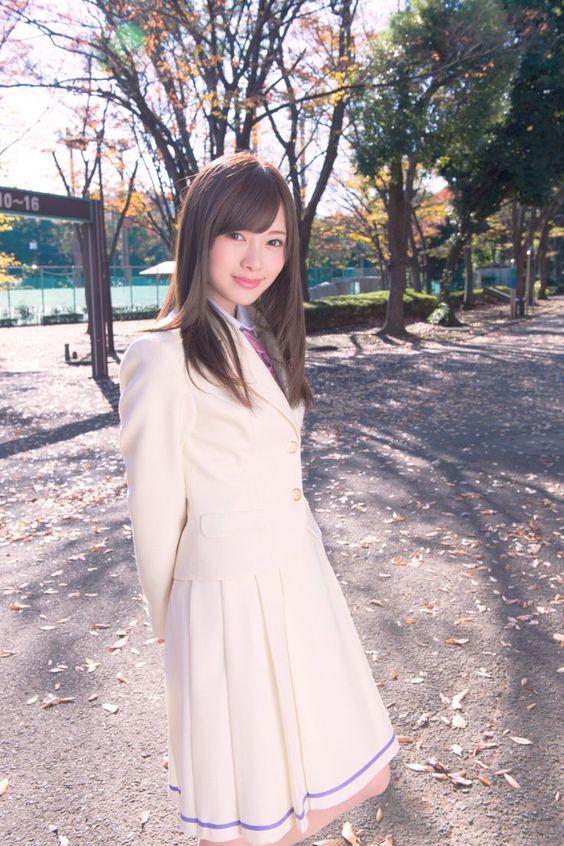 白い衣装の白石麻衣