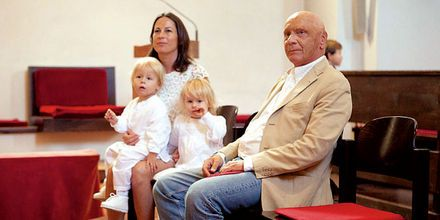 Real Life 'Rush' Movie F1 Race driver Niki Lauda had twins in 2009 @ 62 years - Mia & Max