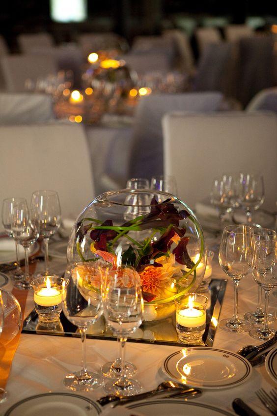 Centre de table de mariage vase boule avec calas galets et miroir par a fle - Vase plat centre de table ...