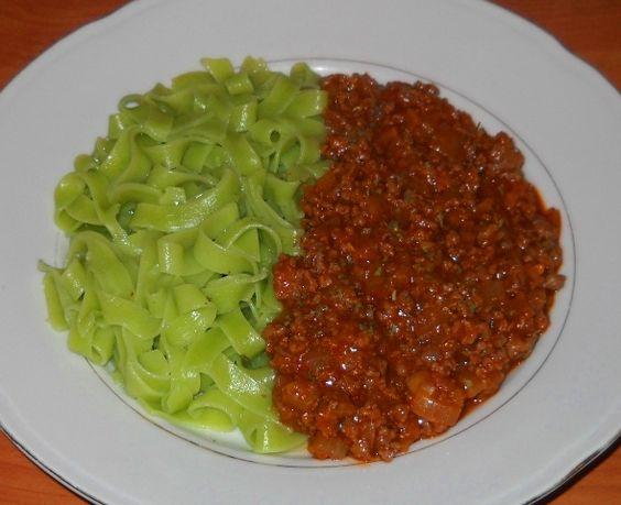 zelena tjestenina s mljevenim mesom